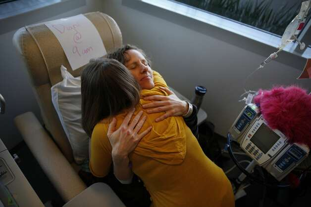 Deborah Cohan (right), UCSF obstetrician and gynecologist, gets a hug from Shannon Weber before chemotherapy. Photo: Lea Suzuki, The Chronicle