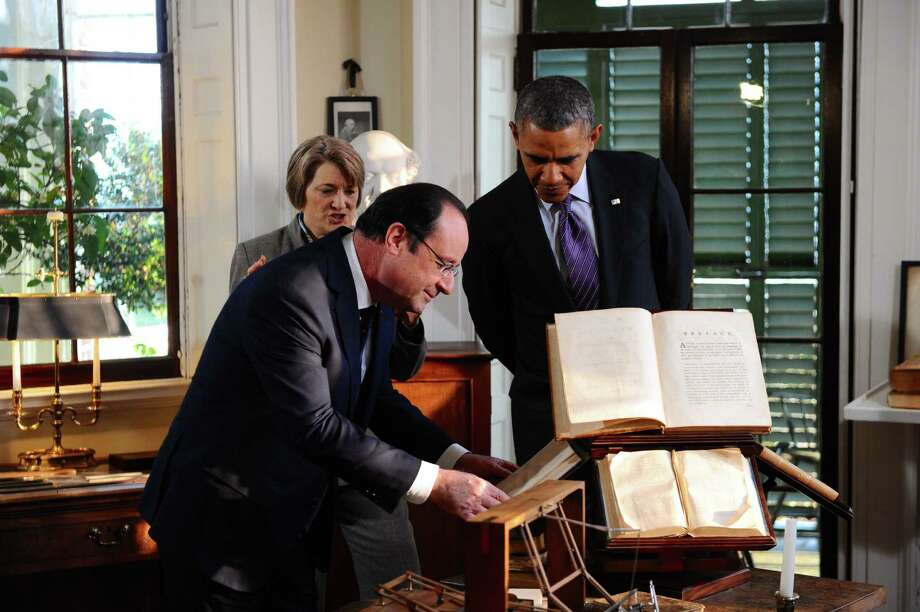 French President Francois Hollande inspects a book as he and President Obama tour Monticello, the Virginia home of the Thomas Jefferson, the third U.S. president and one of the first American envoys to France. Photo: JEWEL SAMAD, Staff / AFP