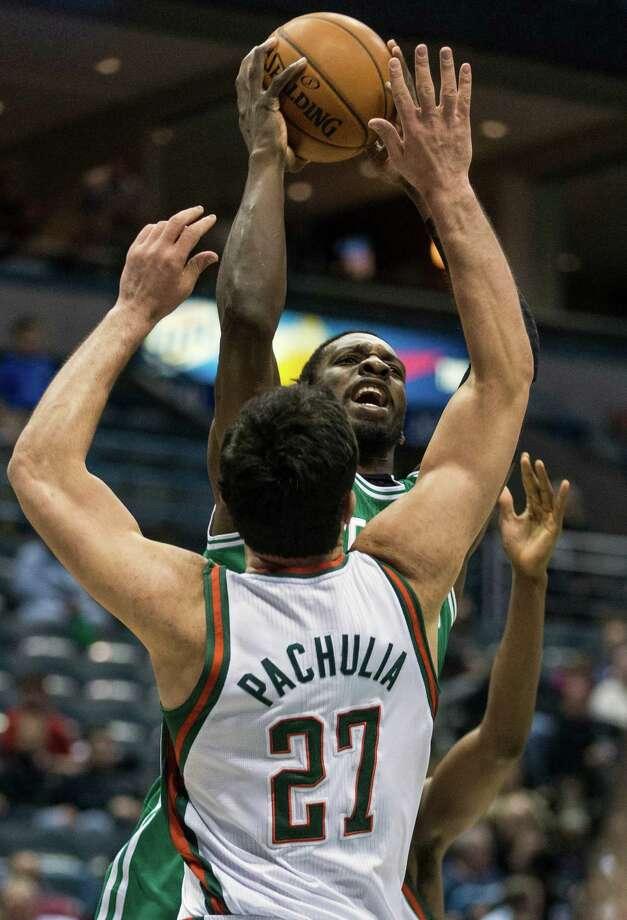Milwaukee Bucks' Zaza Pachulia tries to block Boston Celtics' Jeff Green during the first half of an NBA basketball game, Monday, Feb. 10, 2014, in Milwaukee. (AP Photo/Tom Lynn) ORG XMIT: WITL103 Photo: Tom Lynn / FR170717 AP