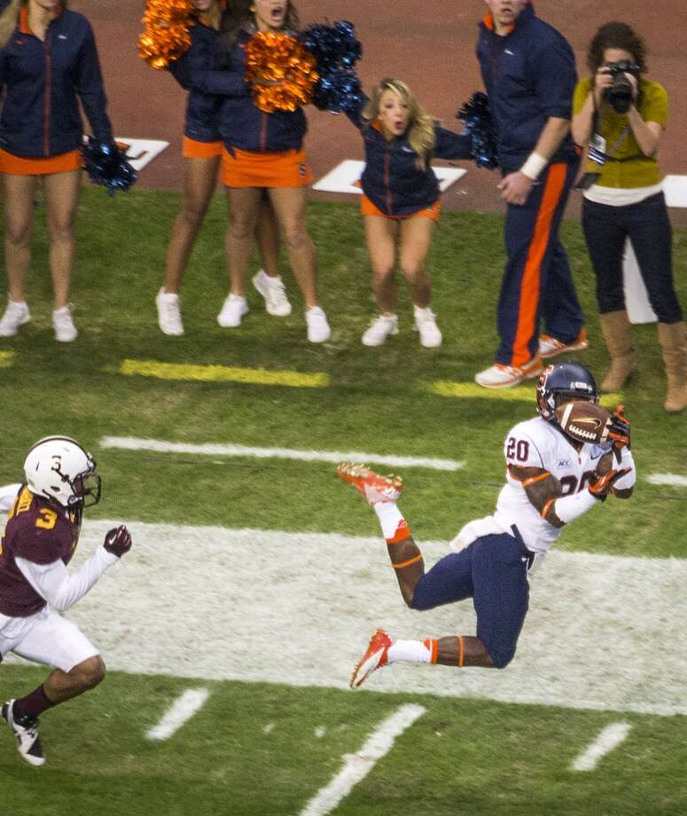 Syracuse wide receiver Brisly Estime (20) can't come up with a catch as Minnesota defensive back Martez Shabazz (3) defends during the first quarter of the Texas Bowl at Reliant Stadium, Friday, Dec. 27, 2013, in Houston. ( Smiley N. Pool / Houston Chronicle ) Photo: Smiley N. Pool, Houston Chronicle