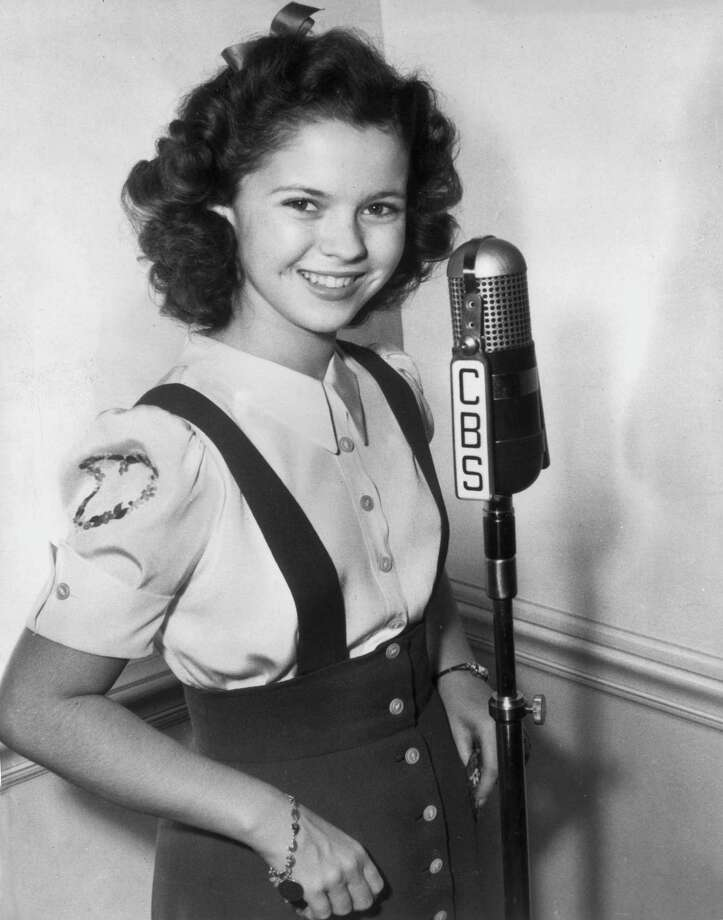1943:  Teenage actor Shirley Temple poses in a CBS radio studio. Photo: Hulton Archive, Getty Images / Archive Photos