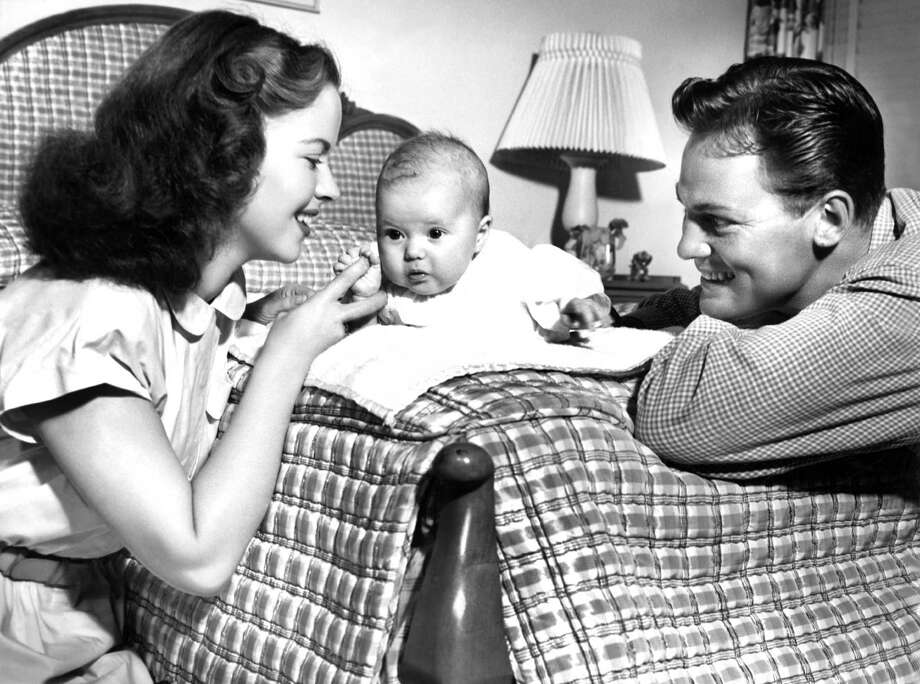 1948: Shirley Temple and husband John Agar with their daughter Linda Susan. Photo: Keystone-France, Gamma-Keystone Via Getty Images / 1948 Keystone-France