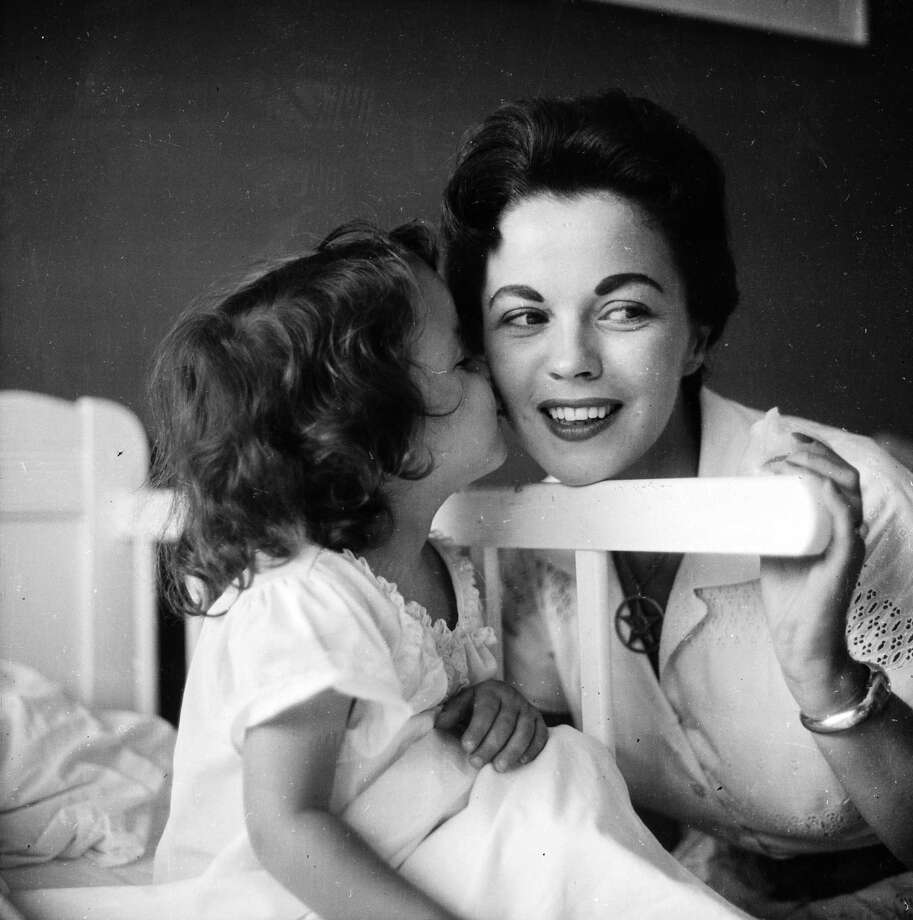 1957:  Shirley Temple at home in Atherton, California, with her daughter Lori. Photo: Curt Gunther, Getty Images / Hulton Archive