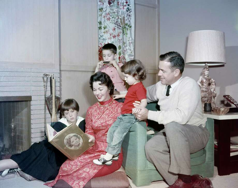1957:  Daughter Susan Agar, actress Shirley Temple, son Charles Black Jr., daughter Lori Black, husband Charles A. Black at home in 1957. Photo: NBC, NBCU Photo Bank Via Getty Images / 2012 NBCUniversal Media, LLC
