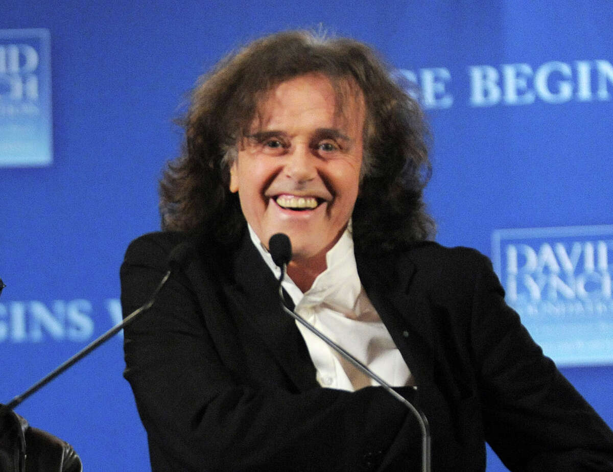 """FILE - This April 3, 3009 file photo shows musician Donovan participating in news conference to promote the """"Change Begins Within"""" benefit concert for the David Lynch Foundation in New York. Donovan and Ray Davies are among the 2014 Songwriters Hall of Fame class. The organization announced Tuesday that """"Midnight Train to Georgia"""" writer Jim Weatherly and English songwriter Graham Gouldman also made the cut. Mark James, the writer behind """"Always on My Mind"""" _ covered by Elvis Presley and Willie Nelson _ rounds out the list of five inductees. The Songwriters Hall of Fame gala will be held June 12 at the New York Marriott Marquis. (AP Photo/Evan Agostini, File)"""