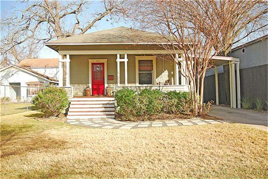215 West 23rd: This 1935 home has 3 bedrooms, 2 bathrooms, 1,776 square feet, and is listed for $478,500. Photo: Houston Association Of Realtors