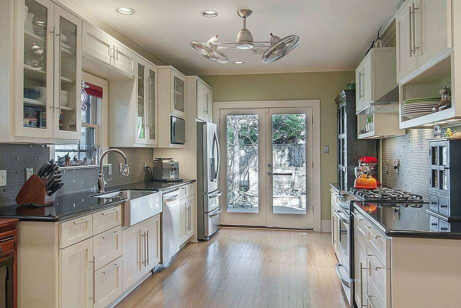 1115 Winston: This 1930 home has 2 bedrooms, 1 bathrooms, 1,344 square feet, and is listed for $450,000. Photo: Houston Association Of Realtors