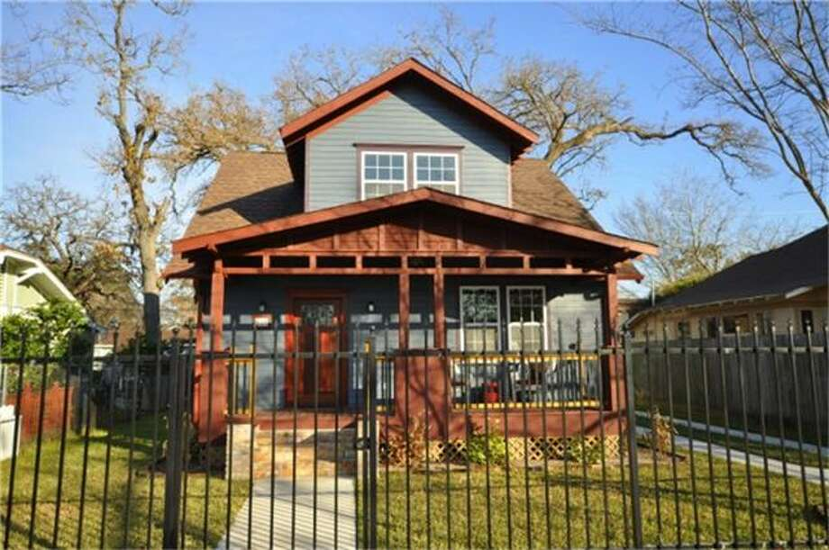 610 Enid: This 2008 home has 3 bedrooms, 2.5 bathrooms, 1,786 square feet, and is listed for $399,950. Photo: Houston Association Of Realtors