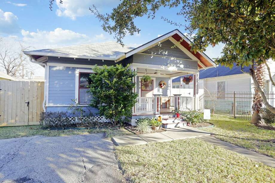 918 Tulane: This 1925 home has 3 bedrooms, 2 bathrooms, 1,145 square feet, and is listed for $394,500. Photo: Houston Association Of Realtors