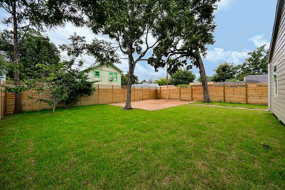 1502 Northwood: This 1930 home has 3 bedrooms, 2 bathrooms, 1,160 square feet, and is listed for $299,900. Photo: Houston Association Of Realtors