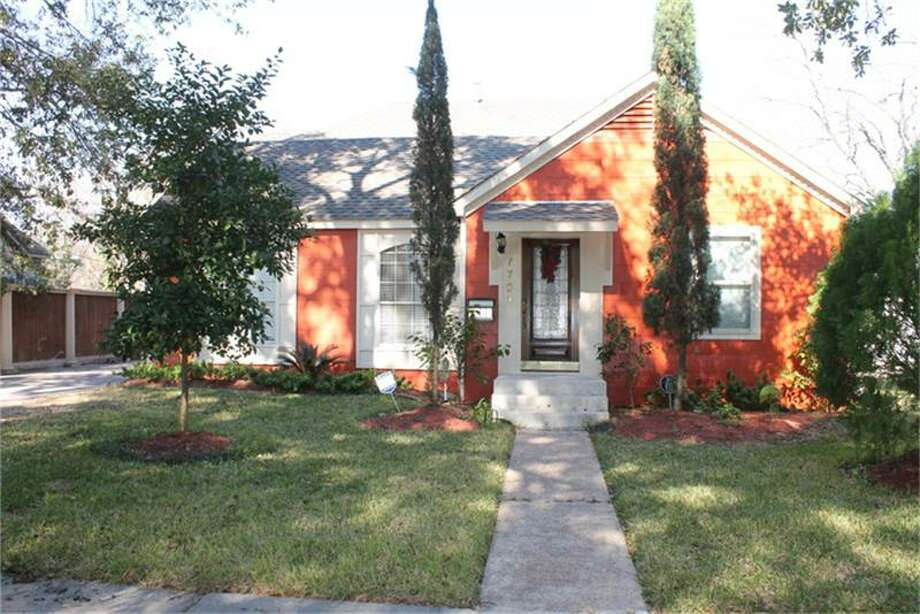 7721 Edna: This 1947 home has 4 bedrooms, 3 bathrooms, 2,302 square feet, and is listed for $165,000. Photo: Houston Association Of Realtors