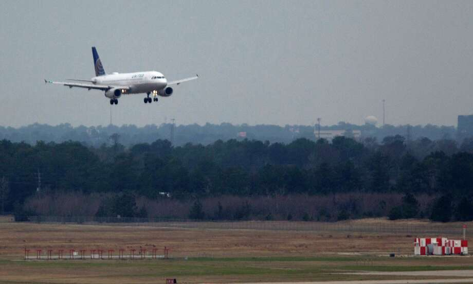 Depending on the behaviors of those around you (and the conditions of the airport and plane), air travel can be a leisurely experience, or it will give you a pounding headache. These are the most annoying things other air travelers can do. Photo: Johnny Hanson, Houston Chronicle / © 2014  Houston Chronicle