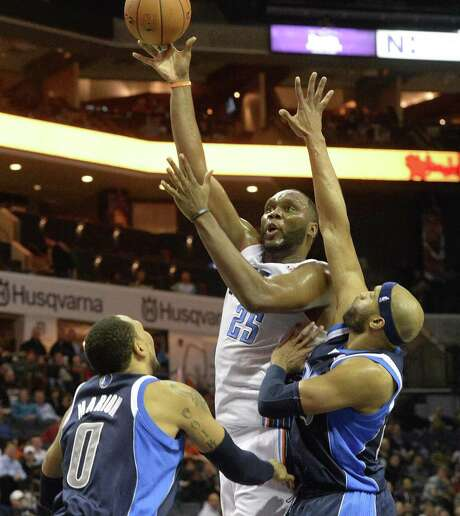 Charlotte's Al Jefferson puts up a shot over Dallas' Shawn Marion (left) and Vince Carter. Jefferson scored 30 points in the Bobcats' blowout victory. Photo: Robert Lahser / McClatchy-Tribune News Service / Charlotte Observer