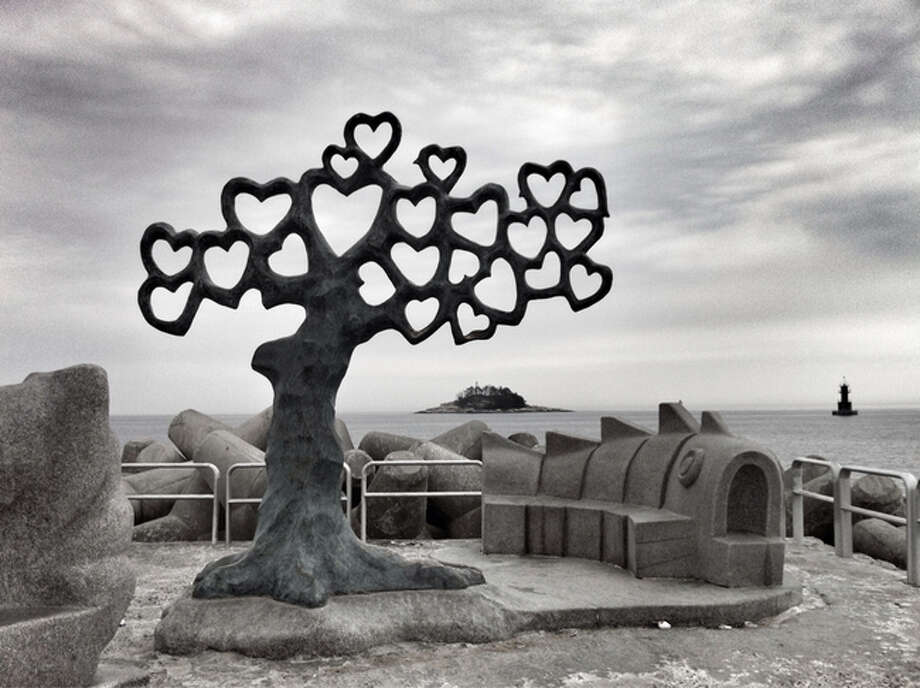 Tree of hearts on the jetty (Sokcho-si, South Korea)