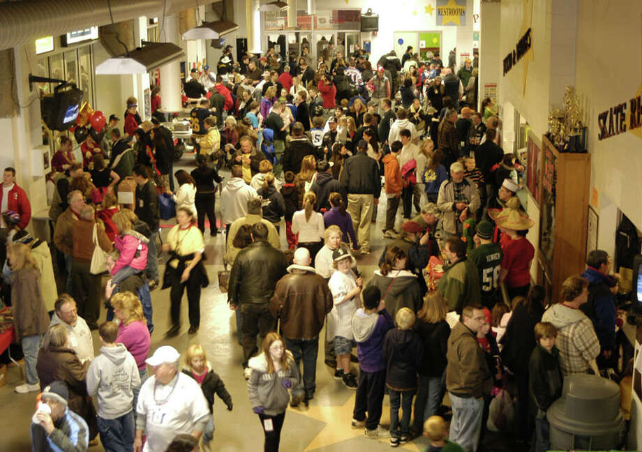 The 6th Annual Chili Winter Warm-Up will be Sunday, Feb. 23 in Danbury. Crowds at a previous Chili Winter Warm-Up are seen here. Photo: Contributed Photo / The News-Times Contributed
