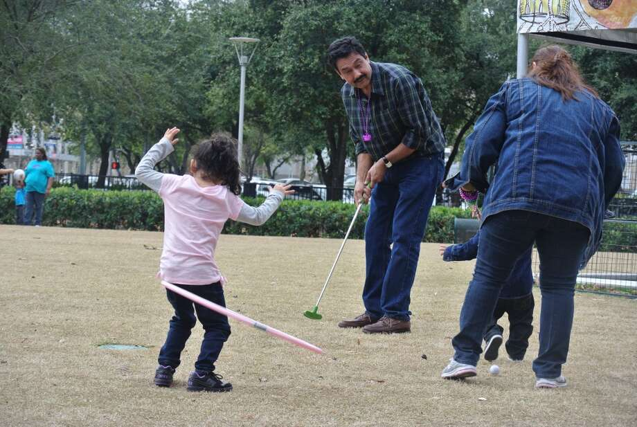 What I love about Houston? My familia, of coarse! It's been almost a year since hubby got a new job in Bay City, TX and try to come back home as much as I can. First weekend of February, Discovery Green happen to have the Creole Festival and in this picture shown are my parents, niece and son enjoying some fun! Love that Discovery Green is big enough for any age and anyone! So many activities are provided and it doesn't cost much to enjoy a day (or night) outdoors.Daisy Barron