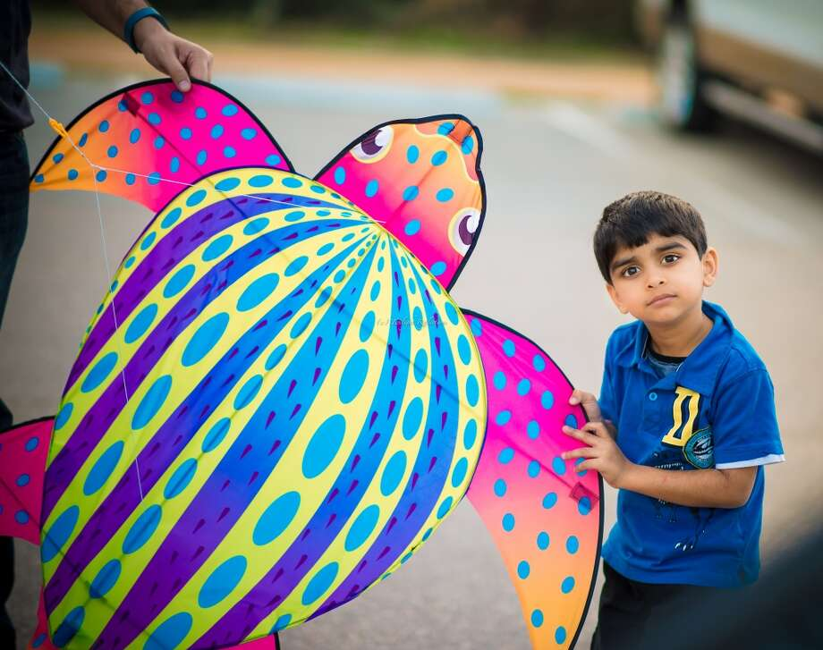 Getting ready for Sugarland Kite Festival at the Sugarland memorial park.Sandhya Ayyar