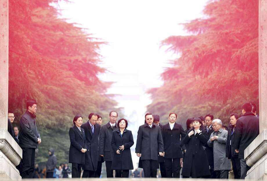 Taiwan's Mainland Affairs Minister Wang Yu-chi (center) and his delegation tour the Sun Yat-sen Mausoleum in Nanjing. Their visit is the first direct contact since the split in 1949. Photo: Leo Lang, Reuters