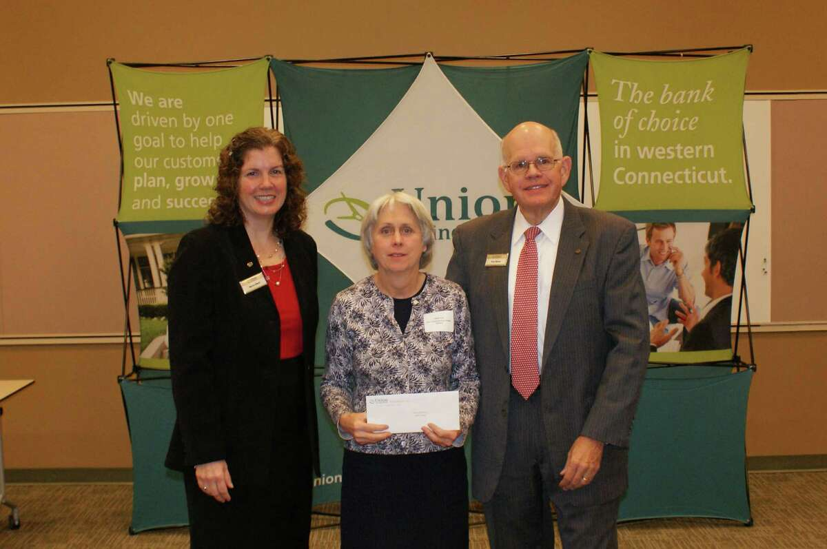 Union Savings Bank Foundation awards $2,500 grant to New Fairfield Free Public Library