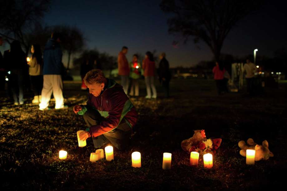Pam Merrill holds a candle at the vigil. Photo: Eric Kayne, For The Chronicle / Eric Kayne