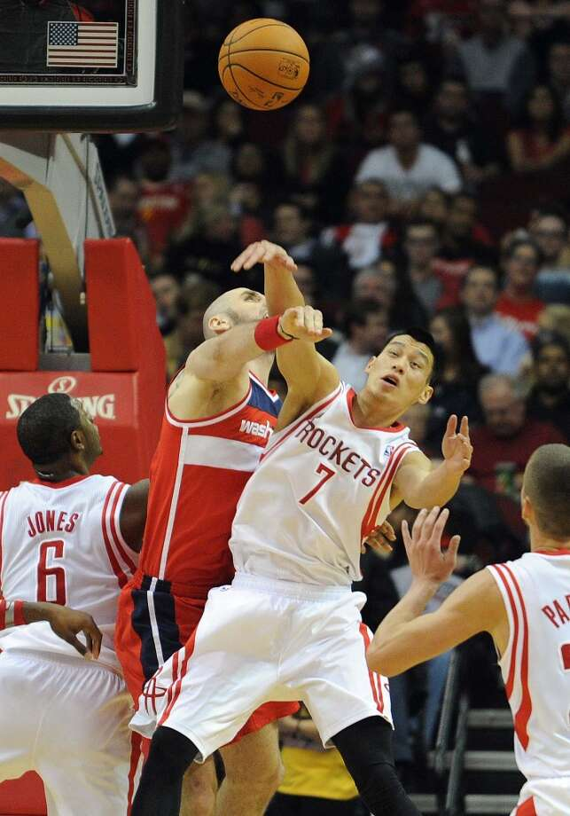Houston guard Jeremy Lin (7) fights for a rebound with Washington center Marcin Gortat. Photo: Eric Christian Smith, For The Chronicle
