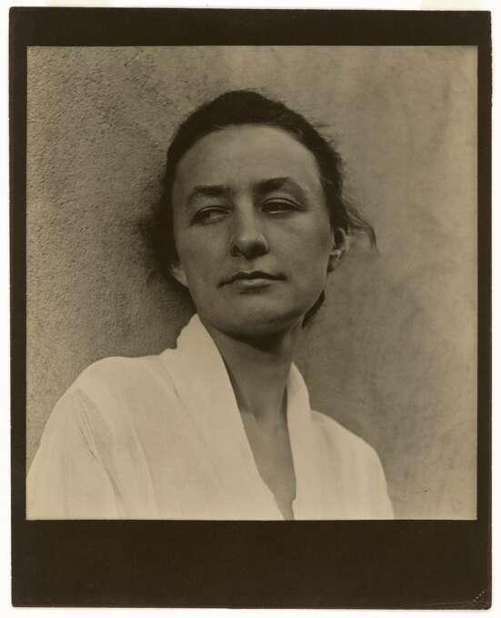 Georgia O'Keeffe, 1918. Photograph, platinum print. National Portrait Gallery, Smithsonian Institution, Washington, DC. Photo: Paul Strand, Aperture Foundation Inc.
