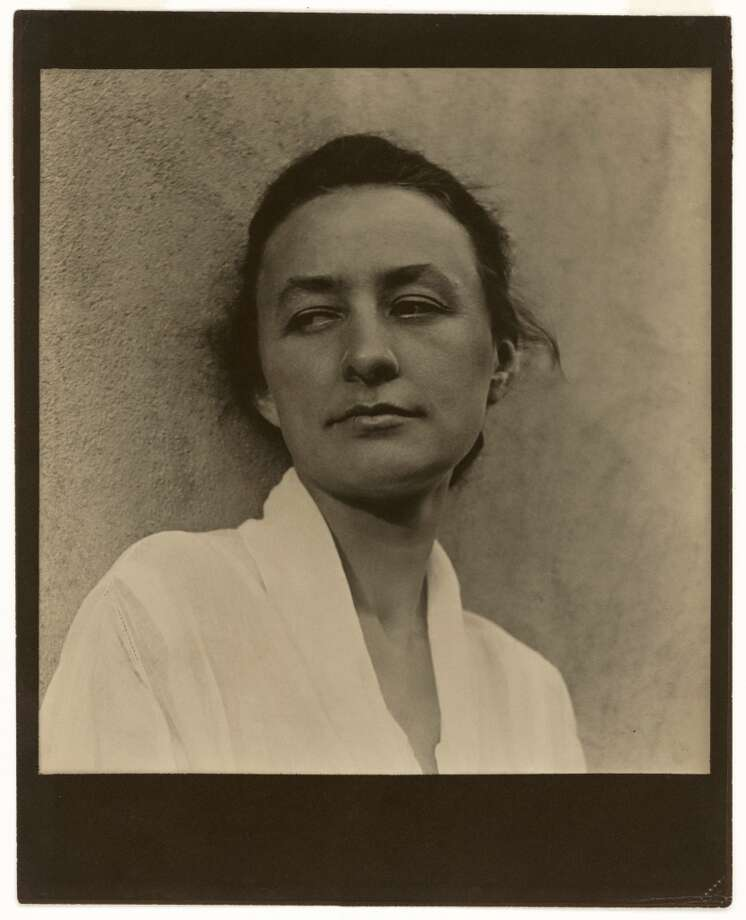 Georgia O'Keeffe, 1918. Photograph, platinum print. National Portrait Gallery, Smithsonian Institution, Washington, DC. Photo: Paul Strand, Aperture Foundation Inc.