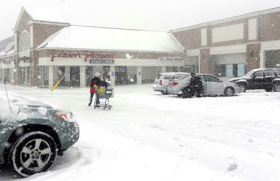 Mary Cunningham picks up some groceries at the ShopRite in Fairfield, Conn. about 930am on Thursday, Feb. 13, 2014. The store said thay would stay open as long as possible and will make the decision to close based on how busy they are. Photo: Cathy Zuraw / Connecticut Post