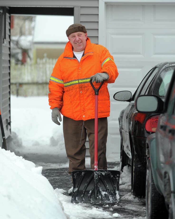 Cleaning up following a heavy snow in Stratford, Conn. Feb. 13, 2014. Photo: Ned Gerard / Connecticut Post