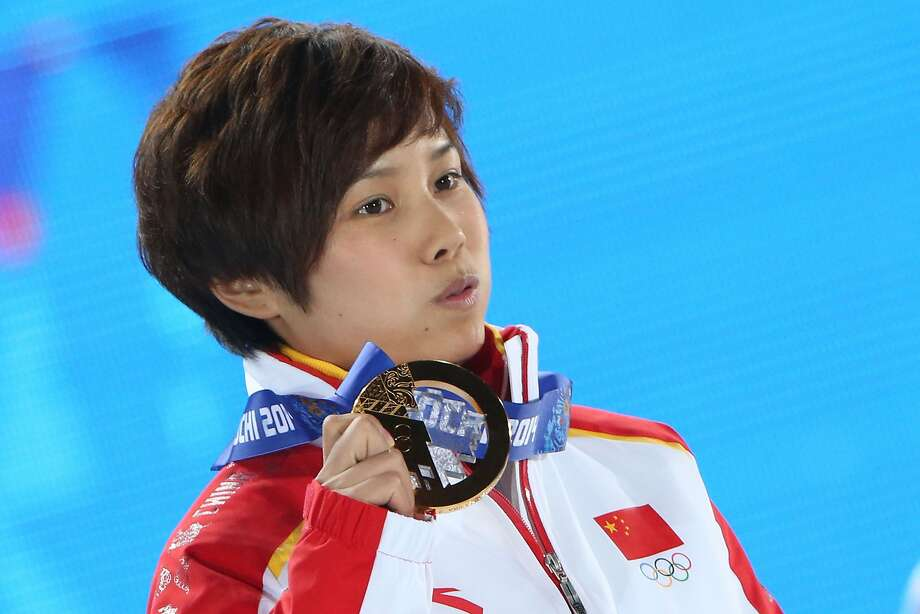 China's Li Jianrou with her gold medal in the women's 500-meter short-track speedskating. Photo: Loic Venance, AFP/Getty Images