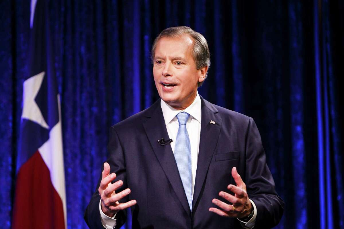 David Dewhurst's political career has had some setbacks, but he has turned to a grass-roots strategy in his re-election campaign.
