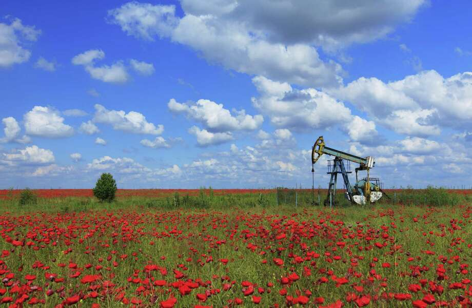 Fully 36 percent of the oil produced in the U.S. comes from Texas, driving the U.S. to be on track to become one of the largest oil-producing countries in the world by 2015. Photo: Cta88 / iStockphoto