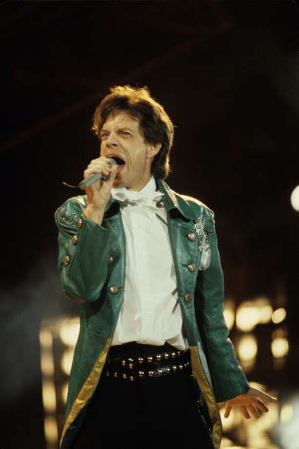 Mick JAGGER and ROLLING STONES, Mick Jagger performing live onstage, Veteran's Stadium, 1989. Photo: Ebet Roberts, Redferns / Redferns