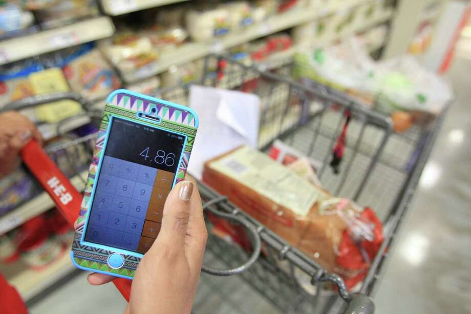 Chishty calculates items as she shops. Photo: Mayra Beltran, Houston Chronicle / © 2014 Houston Chronicle