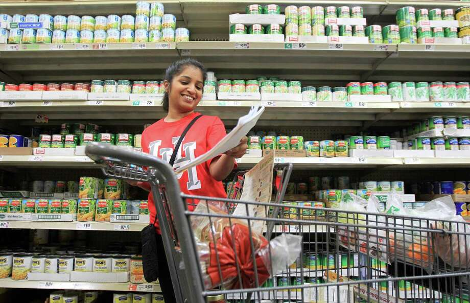 Misha Chishty checks her grocery list as she shops. Photo: Mayra Beltran, Houston Chronicle / © 2014 Houston Chronicle