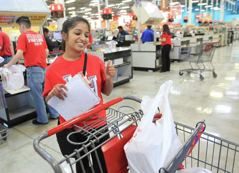 Misha Chishty, University of Houston student, celebrates sticking to her budget. Photo: Mayra Beltran, Houston Chronicle / © 2014 Houston Chronicle