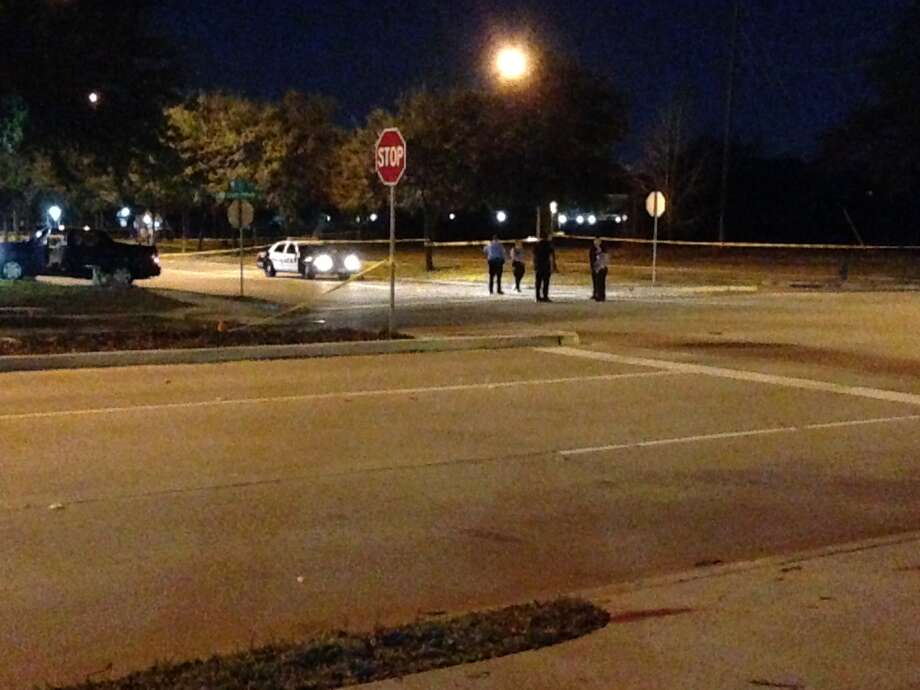 A driver was killed Friday night along Ella near Greens Parkway. Photo: Mike Glenn, Chronicle