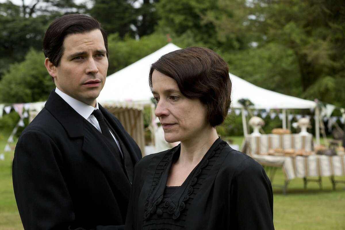 Shown from left to right: Robert James-Collier as Thomas and Raquel Cassidy as Baxter.