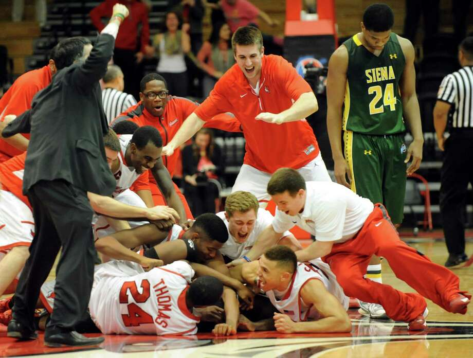 Siena's Lavon Long, right, reacts to Marist's pandemonium when they hit the buzzer beater to win 65-64 in their basketball game on Friday, Feb. 14, 2014, at McCann Arena in Poughkeepsie, N.Y. (Cindy Schultz / Times Union) Photo: Cindy Schultz / 00025751A