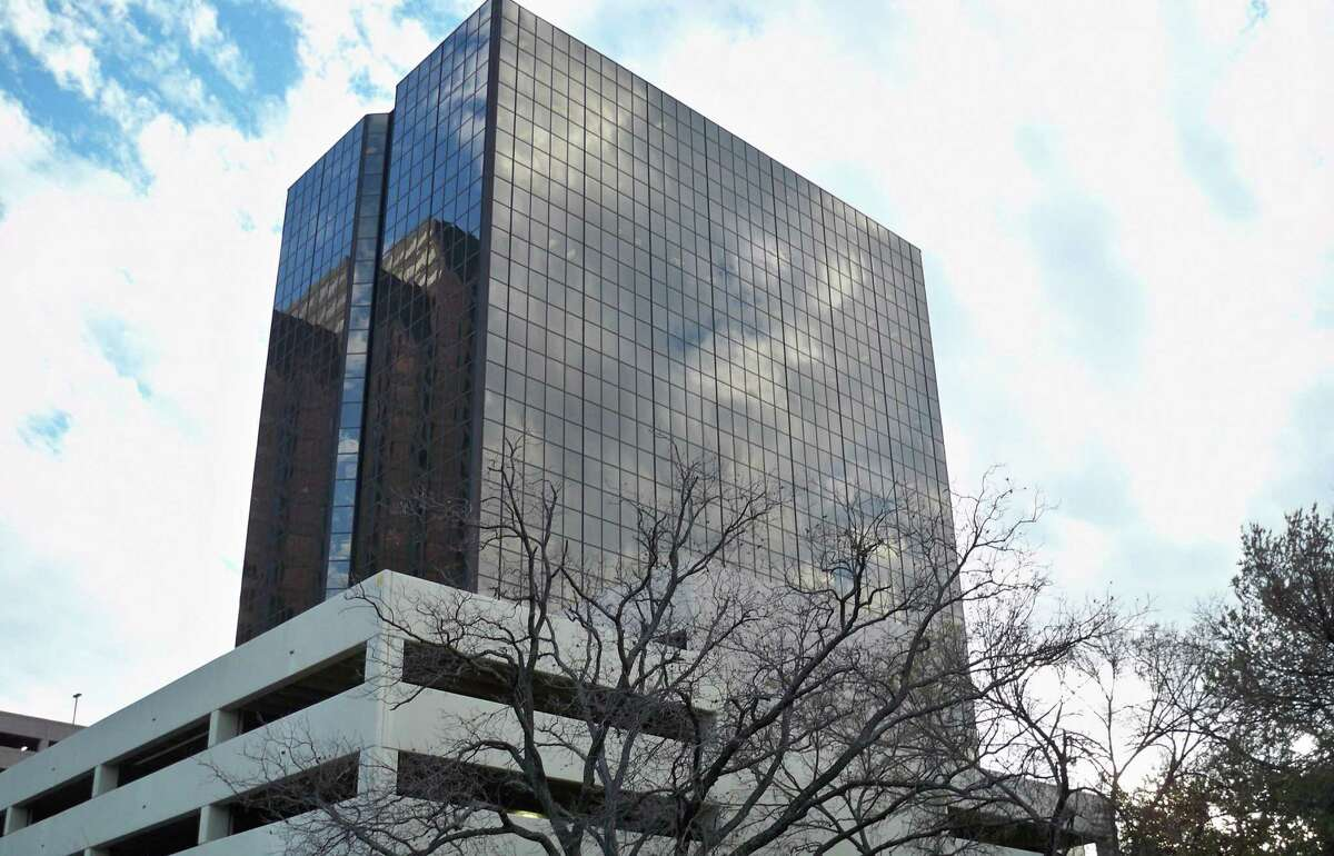 USAA is expanding its presence in downtown San Antonio by adding taking an additional four floors in One Riverwalk Center. The expansion will allow it to add about 400 workers in the buidling, where it already employs 200. The 400 workers will be a mix of new hires and current staff who currently work in USAA's headquarters.