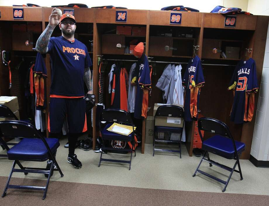 Peter Moylan in the locker room as Astros catchers and pitchers report to spring training. Photo: Karen Warren, Houston Chronicle