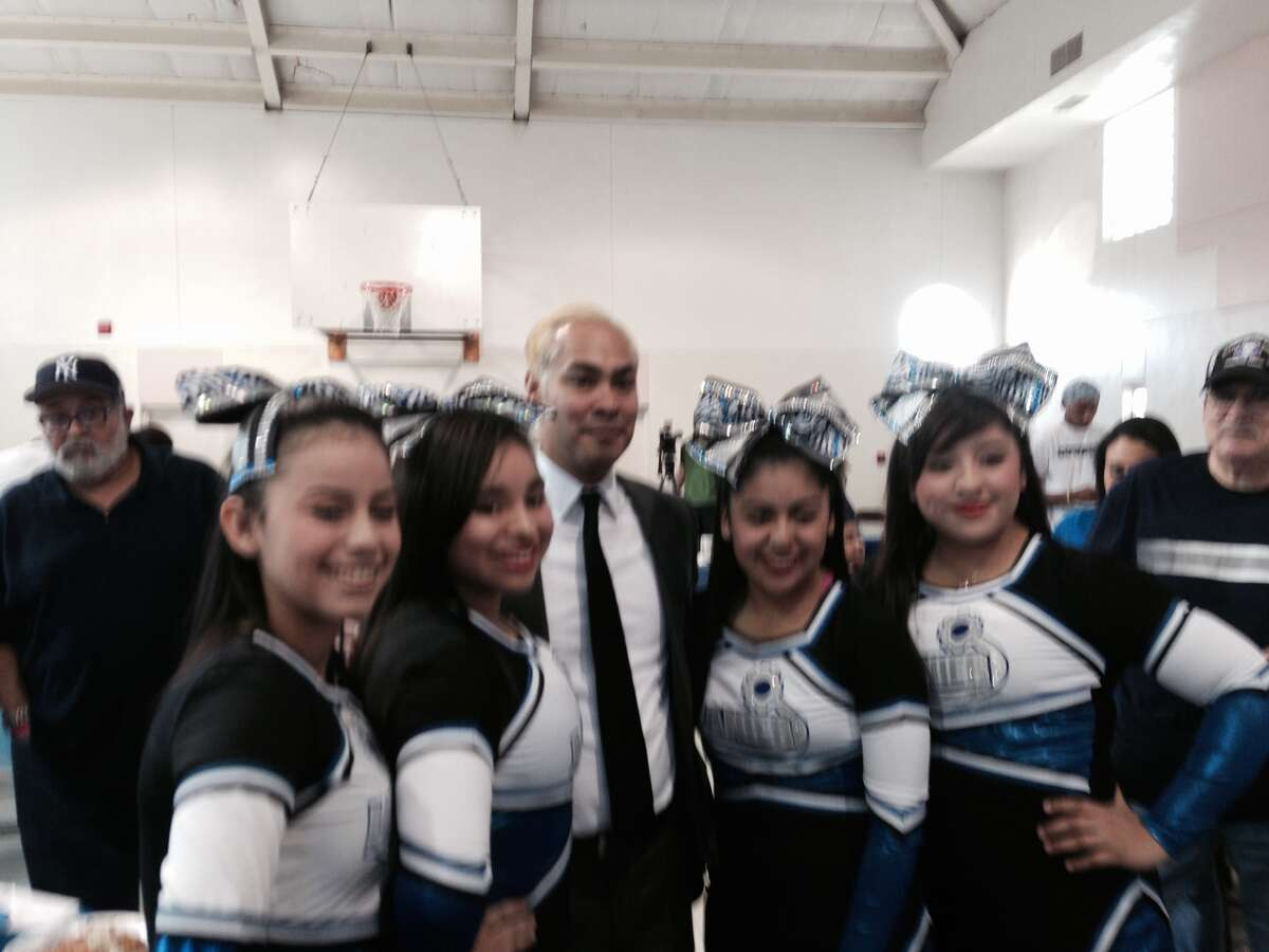 Mayor Julián Castro debuts a blond 'do in a show of solidarity with the Lanier High School basketball team.