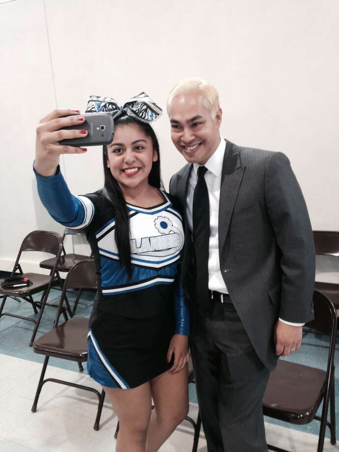 A Lanier High School Cheerleader snaps a selfie with San Antonio Mayor Julian Castro. Photo: Michael Quintanilla