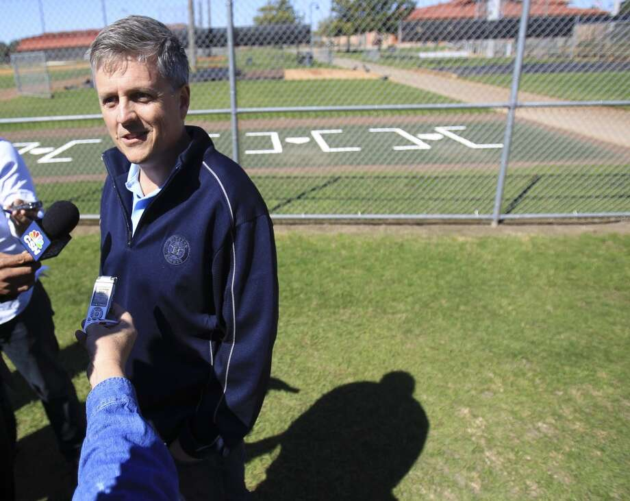 Astros general manager Jeff Luhnow speaks with the media at the start of spring training. Photo: Karen Warren, Houston Chronicle