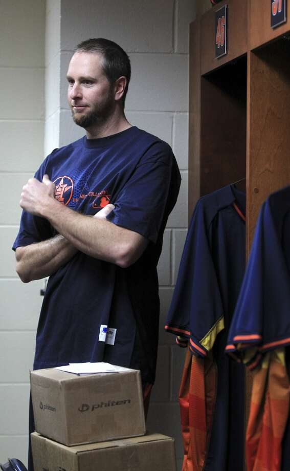 Astros pitcher Scott Feldman speaks with the media. Photo: Karen Warren, Houston Chronicle