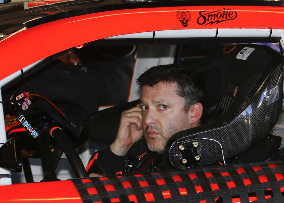 Tony Stewart was among those who blew engines during pole practice for the Daytona 500. Photo: David Graham, Associated Press
