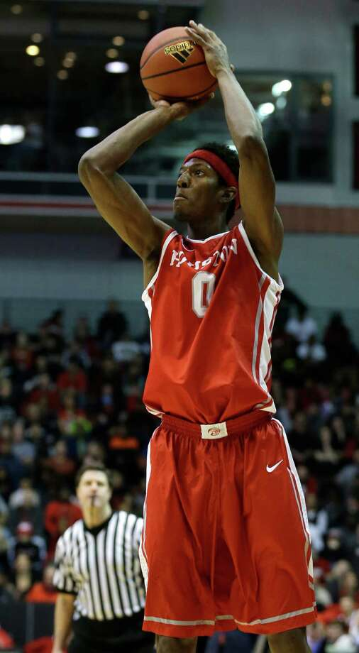 Houston forward Danrad Knowles recorded a career high with 31 points against Tulane. Photo: Al Behrman, Associated Press / AP