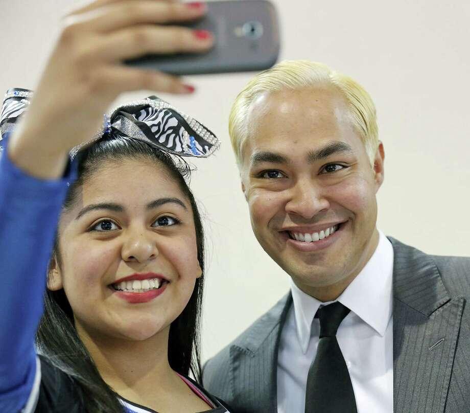Take a selfie with the mayor. Photo: Photos By Edward A. Ornelas / San Antonio Express-News / © 2014 San Antonio Express-News