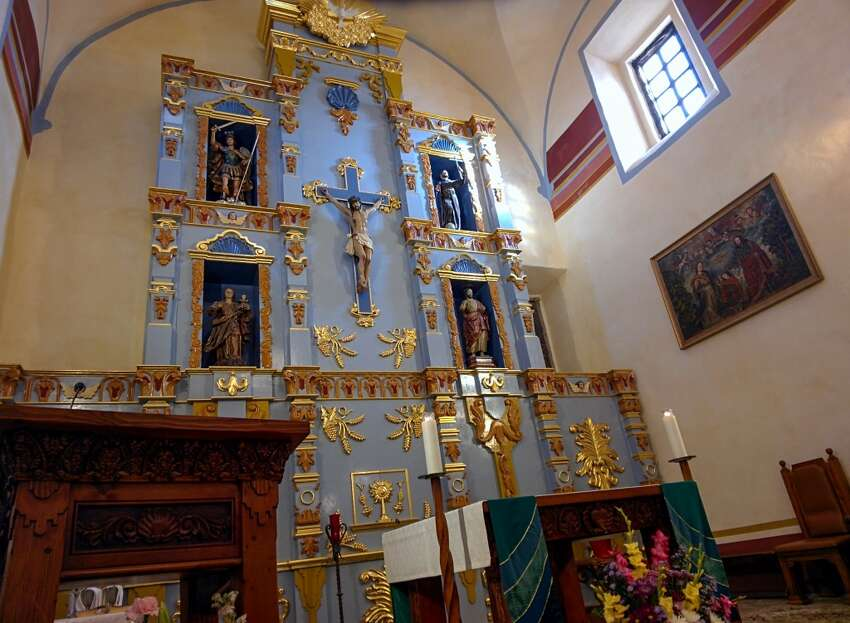 2. Attend mass at one of the historic missions in town Four of the missions offer a Catholic mass on Saturdays and Sundays.
