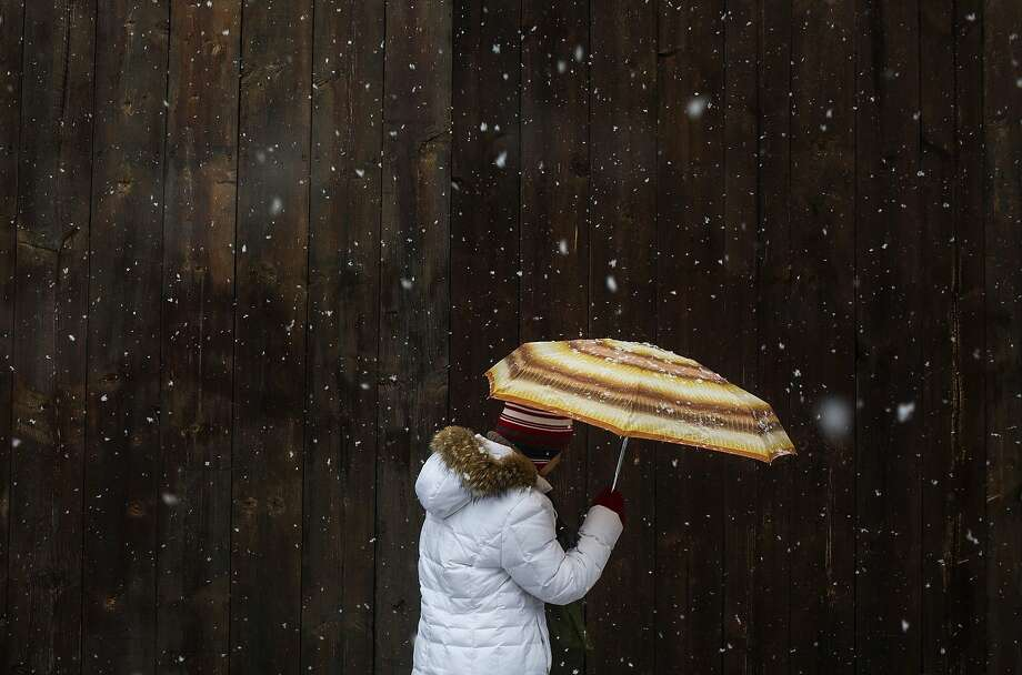 A woman walks through the snow in the Williamsburg neighborhood in the Brooklyn borough of New York February 15, 2014. REUTERS/Eric Thayer (UNITED STATES - Tags: ENVIRONMENT SOCIETY) Photo: Eric Thayer, Reuters
